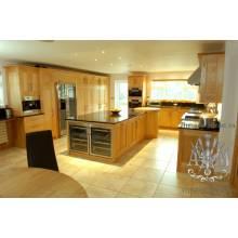 Кухонный гарнитур Светлый из массива дерева