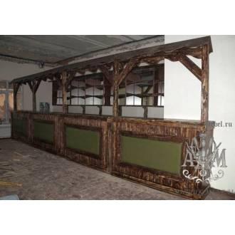 Большая барная стойка из дерева для ресторана