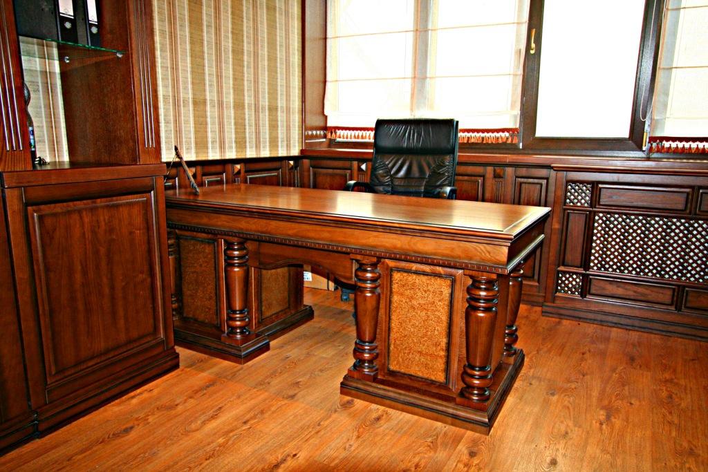 стол для кабинета из массива дерева фото